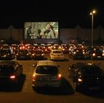 drive_in_cinema_op_groot_scherm.jpg